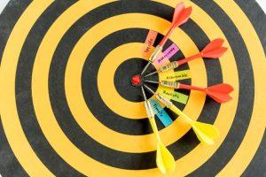 مطمئناً شما باید یک هدف واقعاً بزرگ و جسورانه داشته باشید، اما بهتر است که آن هدف را به اهداف کوچکتر و قابل انجام تقسیم کنید.